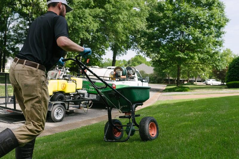 technician-granular-fertilizer-spreader-8