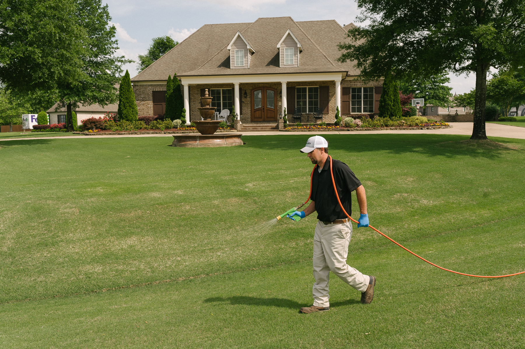 lawn care technician spraying lawn in Memphis, TN